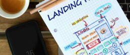 Aufbau der perfekten Landingpage als Skizze auf einem Block