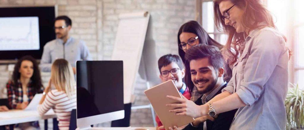 Inbound Marketing Agentur unterstützt Ihre Leadgewinnung: Erfolg für Kunde wird im Team gefeiert